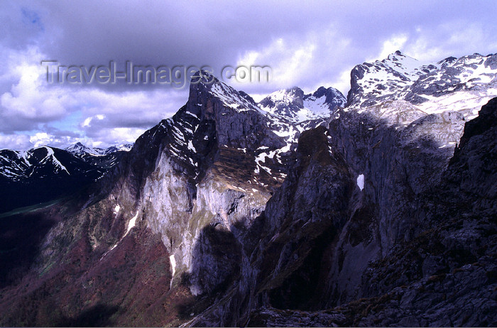 spai416: Spain - Cantabria - Picos de Europa National Reserve - jagged mountains - photo by F.Rigaud - (c) Travel-Images.com - Stock Photography agency - Image Bank