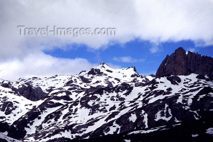 spai417: Spain - Cantabria - Picos de Europa National Reserve - snow and sky - photo by F.Rigaud - (c) Travel-Images.com - Stock Photography agency - Image Bank