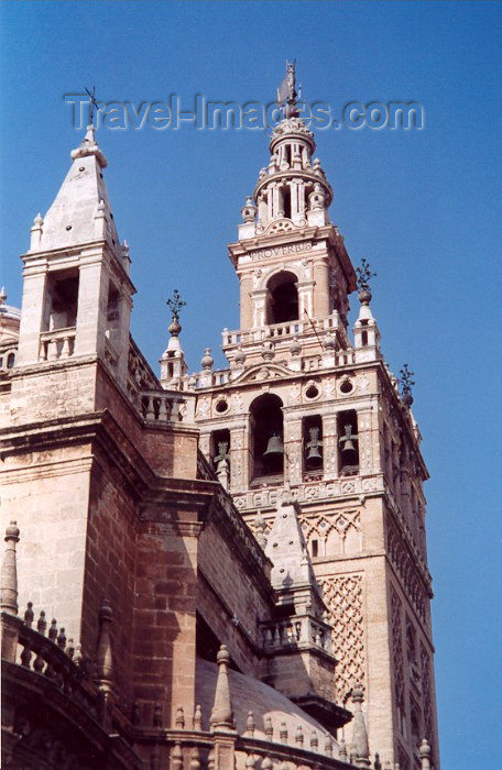 spai42: Spain / España - Sevilla / Sevilla /SVQ: the Giralda (former minaret) and the Cathedral - Gothic and Baroque architectural styles - Unesco world heritage site - photo by M.Torres - (c) Travel-Images.com - Stock Photography agency - Image Bank
