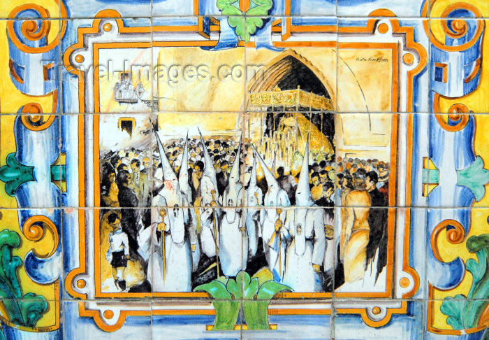 spai428: Ayamonte, Huelva province, Andalucia, Spain / España: Easter procession - KKK style parade - tiles in the central square - Plaza de la Laguna - photo by M.Torres - (c) Travel-Images.com - Stock Photography agency - Image Bank