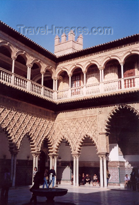 spai43: Spain / España - Sevilla / Sevilla / SVQ: patio at the Alcazar - photo by M.Torres - (c) Travel-Images.com - Stock Photography agency - Image Bank