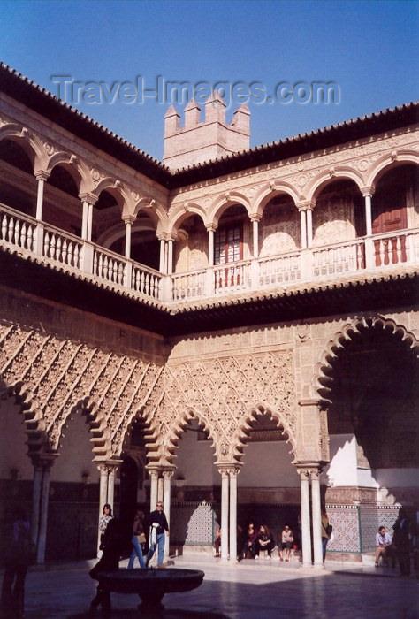 spai43: Spain / España - Sevilla / Sevilla / SVQ: patio at the Alcazar - photo by M.Torres - (c) Travel-Images.com - Stock Photography agency - Image Bank