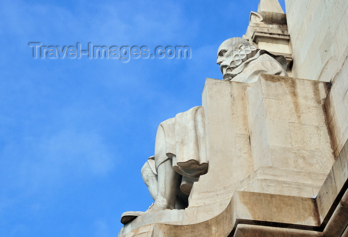 spai433: Madrid, Spain: Cervantes monument - the writer sits and inspects the horizon - Plaza de España - monumento a Miguel de Cervantes - photo by M.Torres - (c) Travel-Images.com - Stock Photography agency - Image Bank