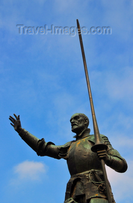 spai435: Madrid, Spain: Cervantes monument - Plaza de España - Don Quixote statue by sculptor Lorenzo Coullaut Valera - monumento a Miguel de Cervantes Saavedra - photo by M.Torres - (c) Travel-Images.com - Stock Photography agency - Image Bank