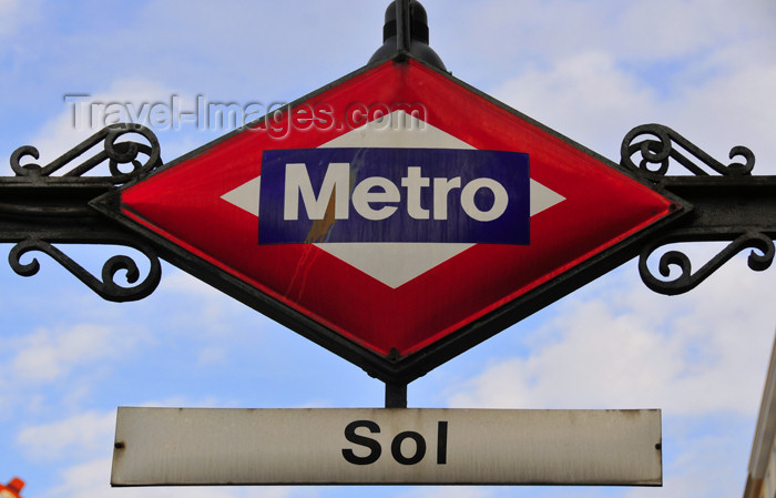 spai447: Madrid, Spain / España: metro sign - Sol station - Puerta del Sol - photo by M.Torres - (c) Travel-Images.com - Stock Photography agency - Image Bank