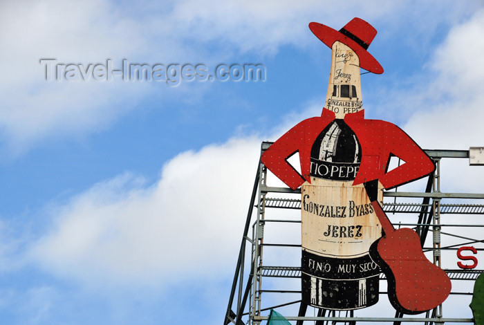 spai449: Madrid, Spain / España: Tio Pepe, the famous sherry wine ad - Gonzalez Byass, Jerez - Puerta del Sol - photo by M.Torres - (c) Travel-Images.com - Stock Photography agency - Image Bank