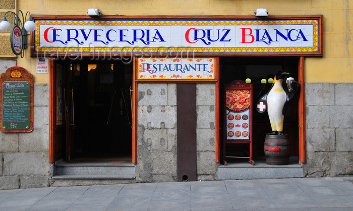 spai463: Madrid, Spain: beer house in Calle Mayor - Cerveceria Cruz Blanca - photo by M.Torres - (c) Travel-Images.com - Stock Photography agency - Image Bank