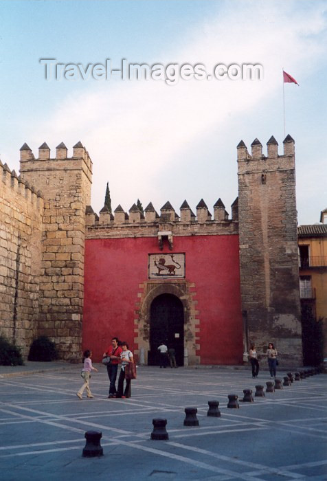 spai58: Spain / España - Sevilla / Seville/SVQ: entrance of the Real Alcazar de Sevilla - Unesco world heritage site - photo by M.Torres - (c) Travel-Images.com - Stock Photography agency - Image Bank