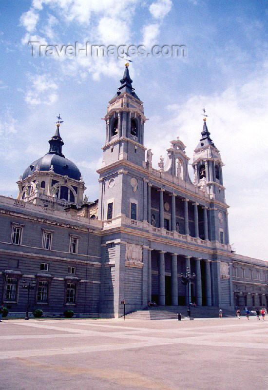 spai91: Spain / España - Madrid: Cathedral of Nuestra Señora de la Almudena / Catedral de Santa Maria la Real de la Almudena - Gothic revival style - plaza de la Armería - photo by M.Torres - (c) Travel-Images.com - Stock Photography agency - Image Bank