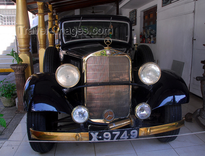 sri-lanka195: Colombo, Sri Lanka: Gangaramaya Temple - old German glory - 1940s Mercedes-Benz - Slave island - photo by M.Torres - (c) Travel-Images.com - Stock Photography agency - Image Bank