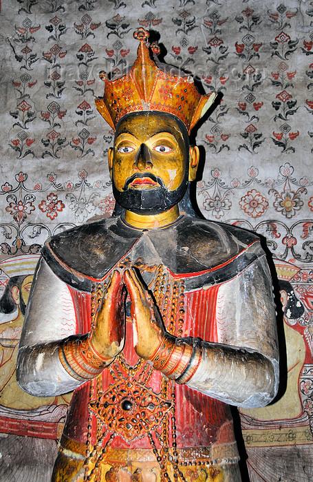 sri-lanka297: Dambulla, Central Province, Sri Lanka: statue of King ...