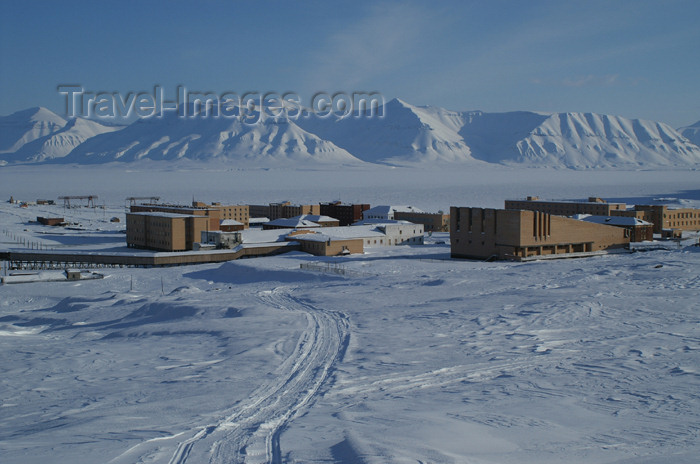 svalbard101: Svalbard - Spitsbergen island - Pyramiden: Russian coal mining town - ghost town - photo by A.Ferrari - (c) Travel-Images.com - Stock Photography agency - Image Bank