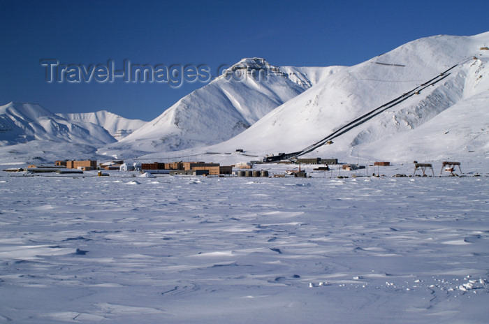 svalbard83: Svalbard - Spitsbergen island - Pyramiden: the Russian ghost town in the distance - Billefjord - photo by A.Ferrari - (c) Travel-Images.com - Stock Photography agency - Image Bank