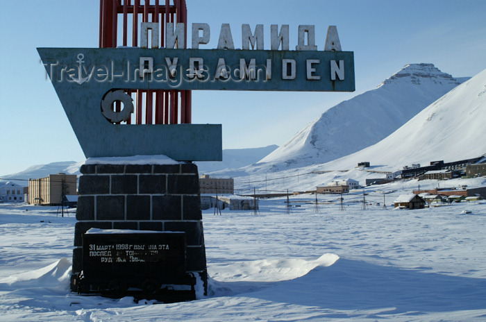 svalbard85: Svalbard - Spitsbergen island - Pyramiden: Soviet style welcome - photo by A.Ferrari - (c) Travel-Images.com - Stock Photography agency - Image Bank