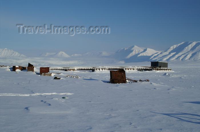 svalbard86: Svalbard - Spitsbergen island - Pyramiden: forzen harbour - photo by A.Ferrari - (c) Travel-Images.com - Stock Photography agency - Image Bank