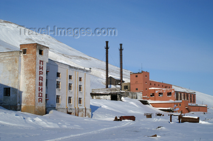 svalbard87: Svalbard - Spitsbergen island - Pyramiden: Trust Artikugol coal mining facilities - photo by A.Ferrari - (c) Travel-Images.com - Stock Photography agency - Image Bank
