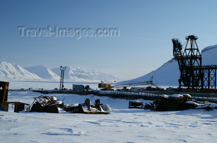 svalbard88: Svalbard - Spitsbergen island - Pyramiden: frozen coal terminal - photo by A.Ferrari - (c) Travel-Images.com - Stock Photography agency - Image Bank