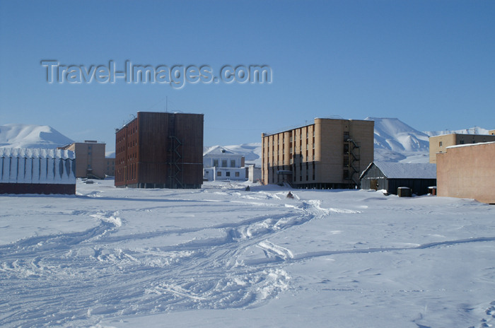 svalbard90: Svalbard - Spitsbergen island - Pyramiden: industrial instalations - photo by A.Ferrari - (c) Travel-Images.com - Stock Photography agency - Image Bank