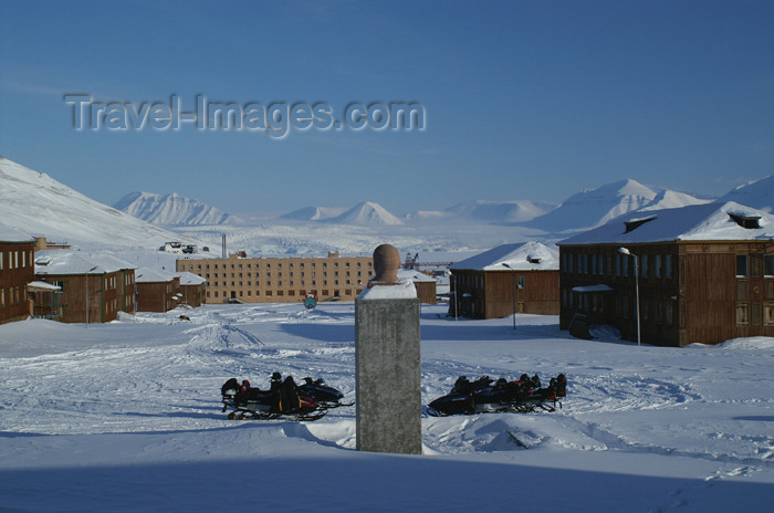 svalbard99: Svalbard - Spitsbergen island - Pyramiden: view from the sports center - photo by A.Ferrari - (c) Travel-Images.com - Stock Photography agency - Image Bank