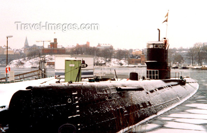 sweden2: Sweden / Suécia - Stockholm: spoils of war - Soviet submarine in Djurgarden island - Skansen - Galarparken, by the Vasa museum (background: Kastellholmen island) (photo by M.Torres) - (c) Travel-Images.com - Stock Photography agency - Image Bank