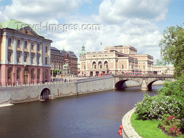 sweden35: Sweden - Stockholm: canal and Opera house / Kungliga Operan  (photo by M.Bergsma) - (c) Travel-Images.com - Stock Photography agency - Image Bank