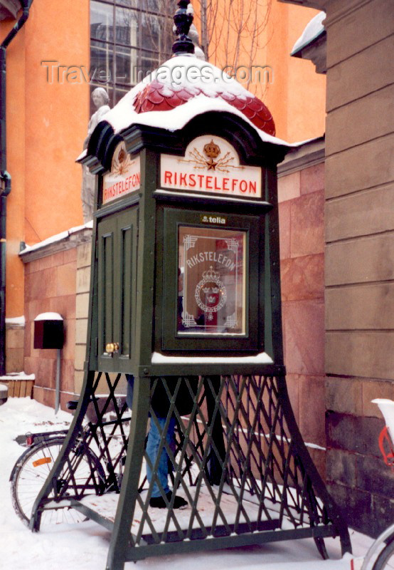 sweden5: Sweden - Stockholm: public telephone (Rikstelefon - operated by Telia) - Gamla Stan (photo by M.Torres) - (c) Travel-Images.com - Stock Photography agency - Image Bank