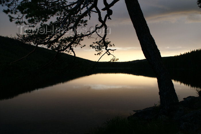 sweden81: Älvdalen, Dalarnas län, Sweden: lake Navarsjö at sunset - reflection - photo by A.Ferrari - (c) Travel-Images.com - Stock Photography agency - Image Bank