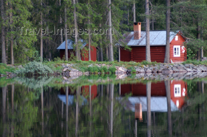 sweden83: Älvdalen, Dalarnas län, Sweden: red cottage by the lake Navarsjö in the evening light - photo by A.Ferrari - (c) Travel-Images.com - Stock Photography agency - Image Bank