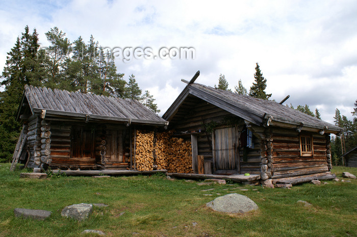 sweden90: Älvdalen, Dalarnas län, Sweden: wooden houses - ecological farm - photo by A.Ferrari - (c) Travel-Images.com - Stock Photography agency - Image Bank