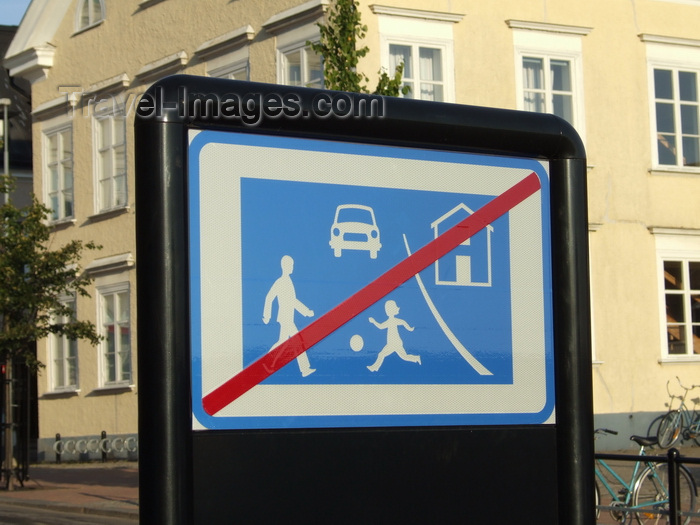 sweden95: Vastervik, Kalmar län, Sweden: no ball games sign - photo by A.Bartel - (c) Travel-Images.com - Stock Photography agency - Image Bank