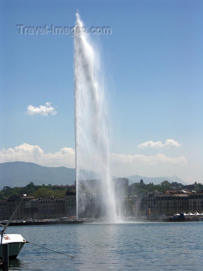 switz147: Switzerland / Suisse / Schweiz / Svizzera - Geneva / Genève / Genf / Ginevra / GVA: water jet / Jet d'eau de Genève - photo by C.Roux - (c) Travel-Images.com - Stock Photography agency - Image Bank