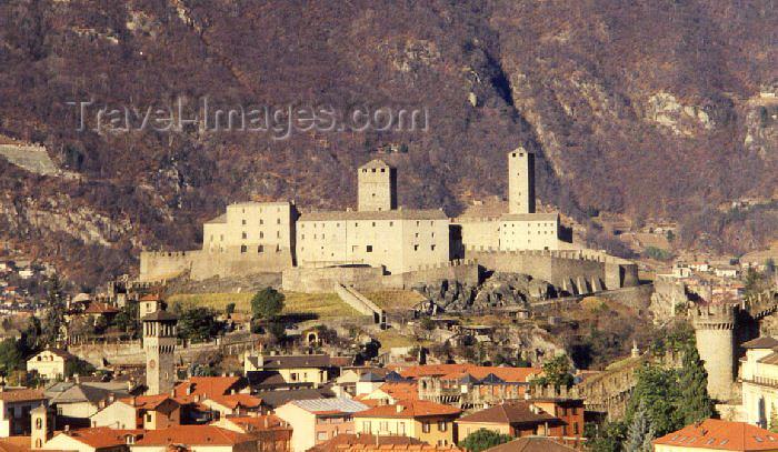 switz17: Switzerland - Bellinzona (Ticino canton): the Castelgrande dominates the town - castle (photo by M.Torres) - (c) Travel-Images.com - Stock Photography agency - Image Bank
