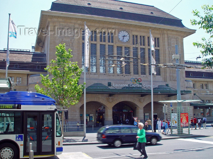 switz188: Switzerland - Suisse - Lausanne: CFF train station / gare CFF - photo by C.Roux - (c) Travel-Images.com - Stock Photography agency - Image Bank