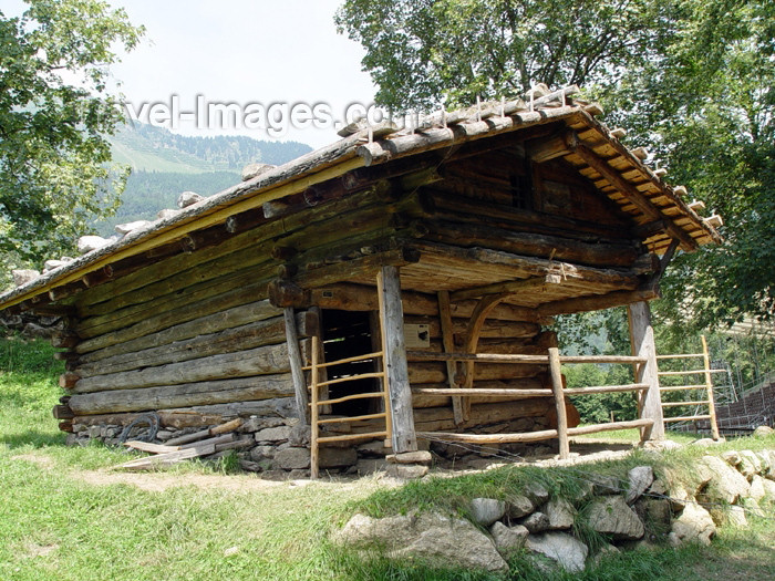 switz222: Ballenberg - open air museum: pigsty - 19th century / etable a cochons - photo by C.Roux - (c) Travel-Images.com - Stock Photography agency - Image Bank
