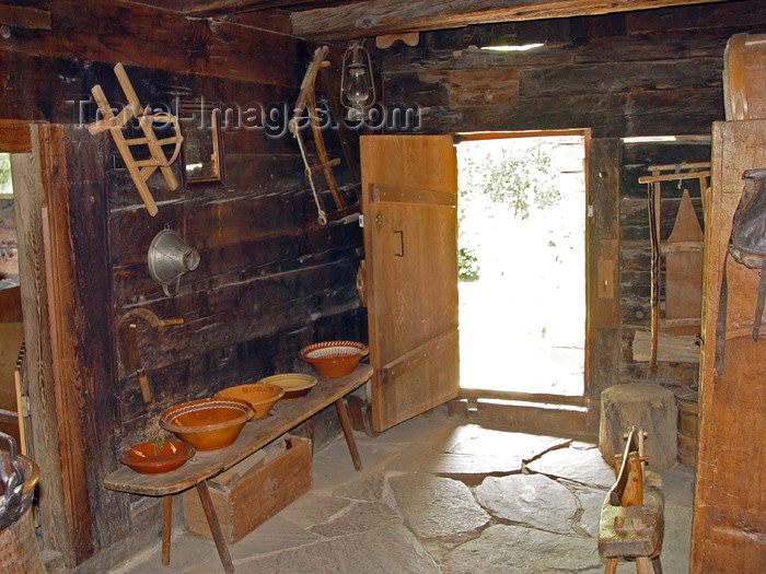switz224: Ballenberg - open air museum: house / habitation - photo by C.Roux - (c) Travel-Images.com - Stock Photography agency - Image Bank