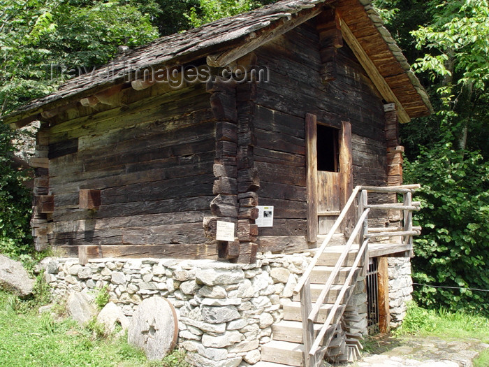 switz226: Ballenberg - open air museum: mill - 19th century / moulin - photo by C.Roux - (c) Travel-Images.com - Stock Photography agency - Image Bank