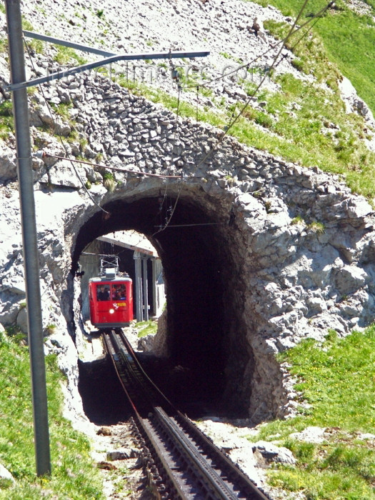 switz280: Switzerland / Suisse / Schweiz / Svizzera - Mt Pilatus: Alpanachstad - Pilatus railway - one of may tunnels / plusieurs tunnels doivent être traversés - photo by C.Roux - (c) Travel-Images.com - Stock Photography agency - Image Bank