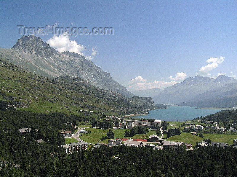 switz319: Switzerland - Maloja / Maloggia - Graubünden / Grigioni canton - view from Belveder Tower down to Silser See and the  Palace-Hotel - Engadine valley  / Maloja und der Silser See vom Belvedere-Turm gesehen - photo by J.Kaman - (c) Travel-Images.com - Stock Photography agency - Image Bank