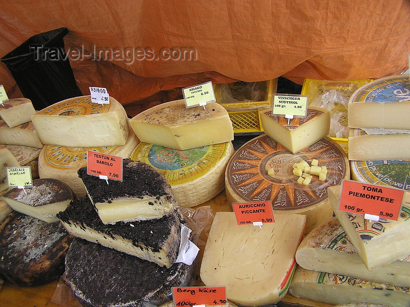 switz357: Switzerland - Luzern / Lucerne: Swiss cheeses / Schweizer Käse / Fromages suisses - photo by J.Kaman - (c) Travel-Images.com - Stock Photography agency - Image Bank
