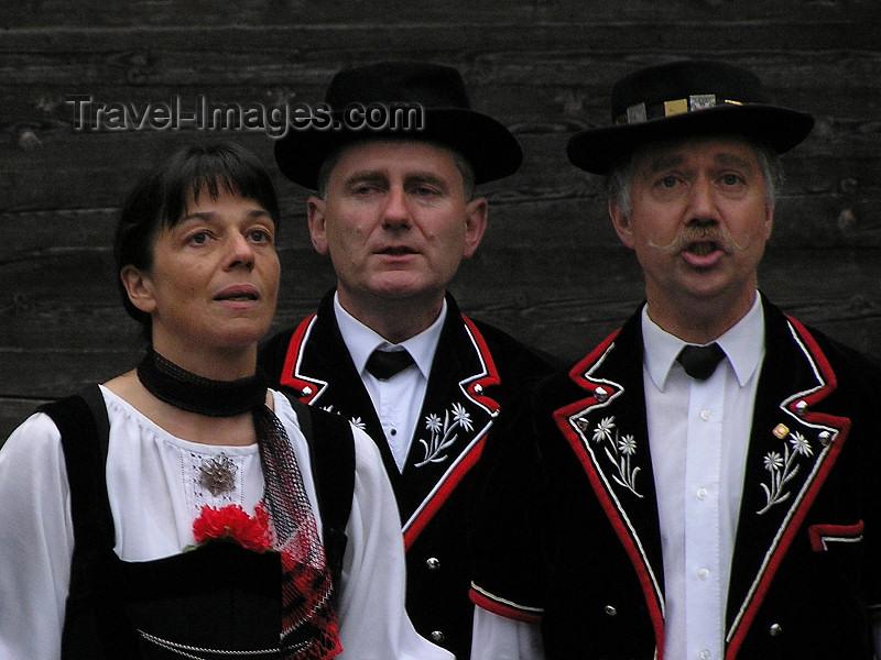 switz384: Switzerland - Bernese Alps - Lauterbrunnen - Swiss singers - photo by J.Kaman - (c) Travel-Images.com - Stock Photography agency - Image Bank