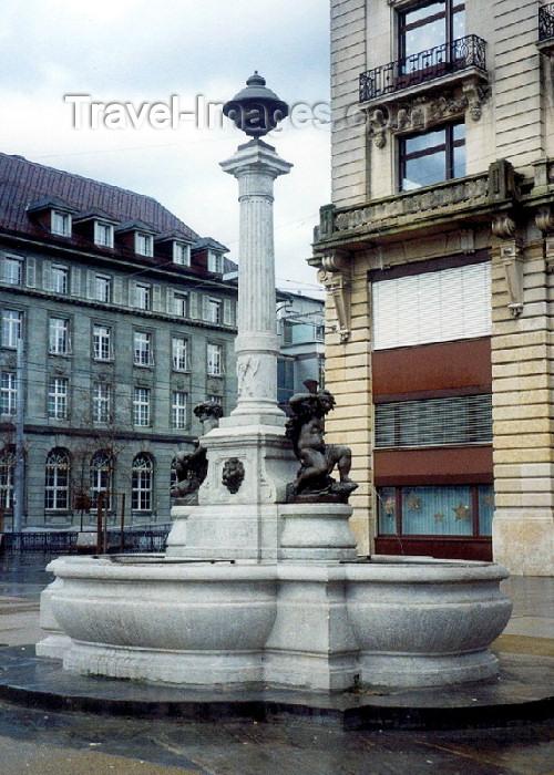 switz51: Switzerland / Suisse / Schweiz / Svizzera - Biel / Bienne (Bern canton): fountain in the central square - Zentralplatz und Springbrunnen - photo by M.Torres - (c) Travel-Images.com - Stock Photography agency - Image Bank