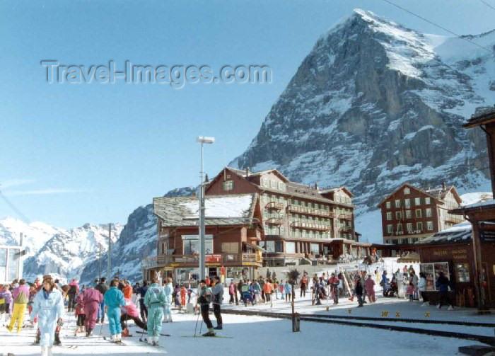 switz66: Switzerland / Suisse / Schweiz / Svizzera - Kleine Scheidegg - Berner Oberland: skiers - photo by P.Willis - (c) Travel-Images.com - Stock Photography agency - Image Bank