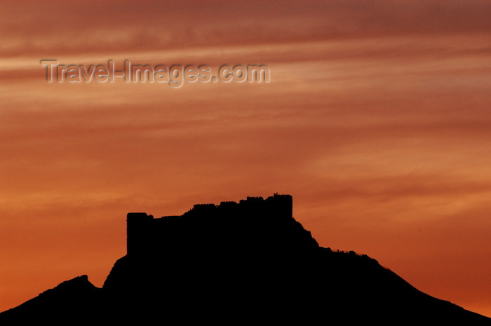 syria174: Palmyra, Syria, Near East: Qala'at ibn Maan castle -  qala ay ibn maan - dusk - fortress silhouette - red sky - photo by J.Wreford - (c) Travel-Images.com - Stock Photography agency - Image Bank