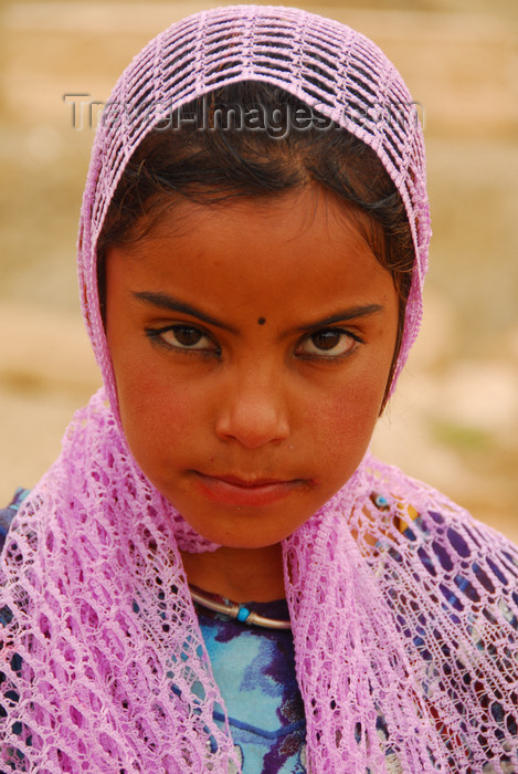 syria36: Palmyra / Tadmor, Homs governorate, Syria: Bedouin girl - photo by M.Torres / Travel-Images.com - (c) Travel-Images.com - Stock Photography agency - Image Bank
