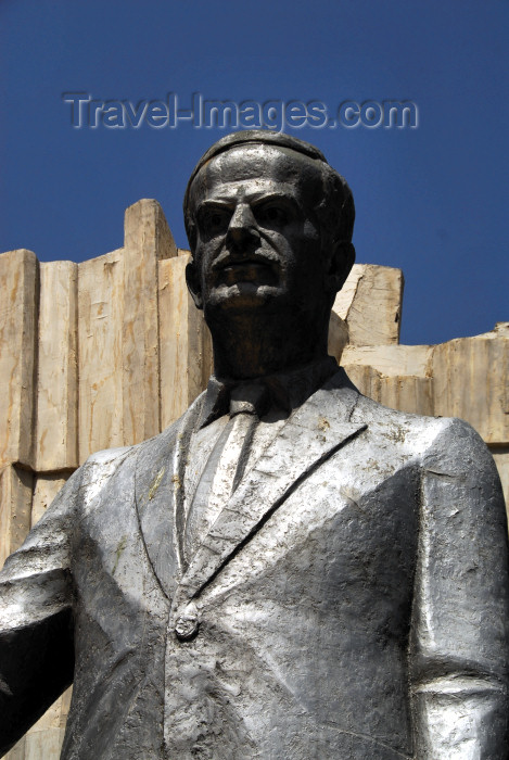 syria372: Damascus, Syria: Hafez al Assad statue - close - Salhiya - photographer: M.Torres / Travel-Images.com - (c) Travel-Images.com - Stock Photography agency - Image Bank