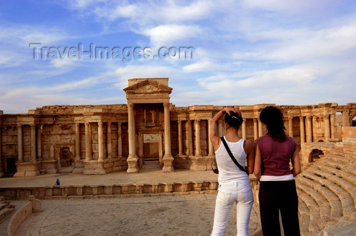syria39: Syria - Palmyra: tourists at the Theatre - photo by J.Wreford - (c) Travel-Images.com - Stock Photography agency - Image Bank