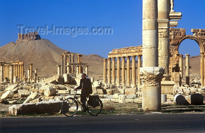 syria42: Syria - Palmyra: cycling by the monumental arch (photo by J.Wreford) - (c) Travel-Images.com - Stock Photography agency - Image Bank
