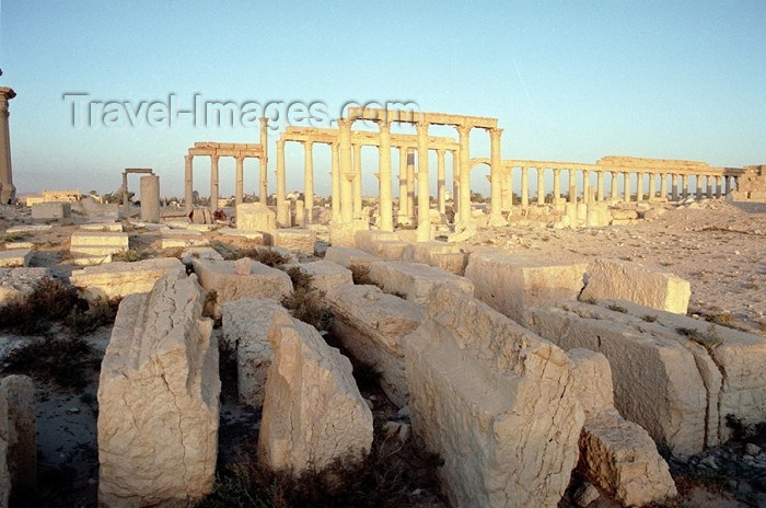 syria77: Palmyra / Tadmor / PMS, Syria: spare parts - ancient stones - photo by J.Kaman - (c) Travel-Images.com - Stock Photography agency - Image Bank