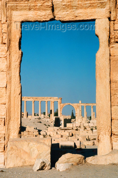 syria78: Syria - Palmyra: portal - framing the ruins - Unesco world heritage site (photo by J.Kaman) - (c) Travel-Images.com - Stock Photography agency - Image Bank