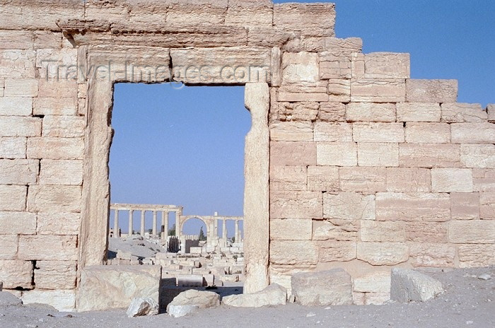 syria79: Palmyra / Tadmor / PMS: a rare wall (photo by J.Kaman) - (c) Travel-Images.com - Stock Photography agency - Image Bank